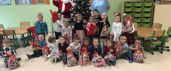 Spotkanie ze Świętym Mikołajem w grupie młodszej